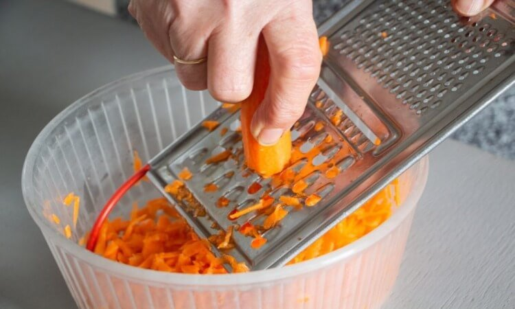 How To Grate Carrots Fast: The Best Ways