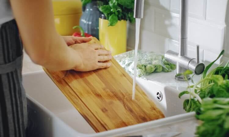How to Clean a Cutting Board?