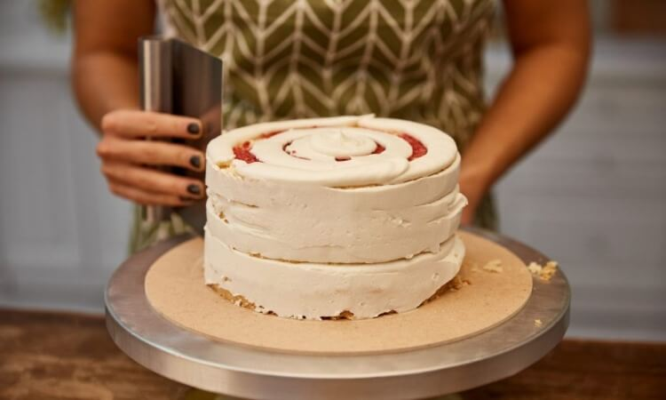 The 7 Best Cake Scrapers For Decorating Cakes